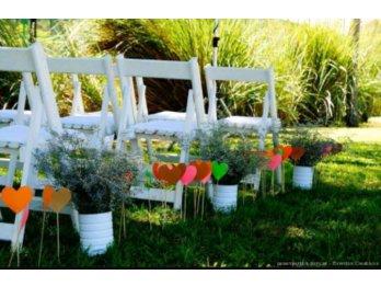alquiler sillas madera blancas para ceremonias