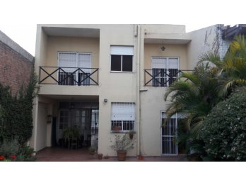 Vendo Casa 2 plantas/4 dorm./patio verde/ cochera a metros d