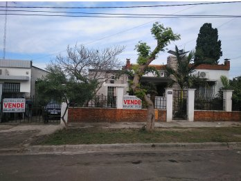 Vendo casa calle Martin Moussy Nº 302. U$S 100.000.-