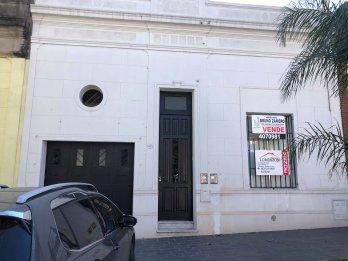 Vendo Casa Calle Irigoyen y Chacabuco.