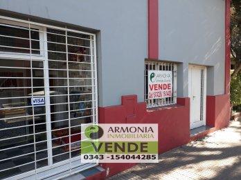 VENDO 2 CASAS CON LOCAL, EN ESQUINA CALLE URQUIZA Y MENDOZA
