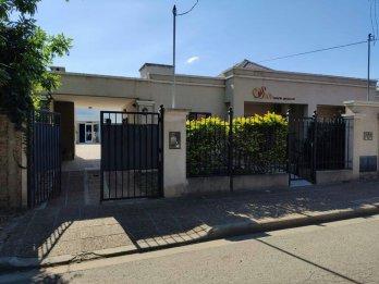 ALQUILA IMPRESIONANTE CASA CON SALÓN EN B° PARACAO