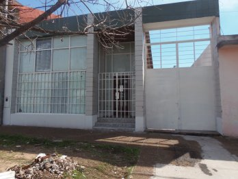 ALQUILO LOCAL P.GRELLA C/DEP,300 M2 (a 1 cuadra Don Bosco)