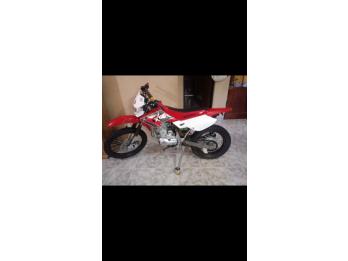 Vendo o permuto x3m 125cc 2016