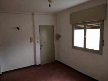 Alquilo particular dto 1 dormitorio con cochera céntrico
