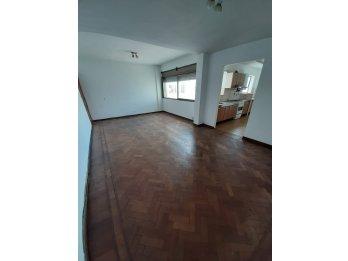 Alquiler Amplio Departamento 2 Habitaciones/Cochera/Centro