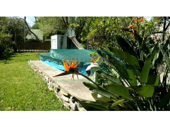 Casa con pileta a media cuadra d municipalidad Villa Urquiza