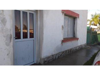 Alquilo casa en Colonia Avellaneda