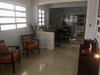 VENTA/PERMUTA. Casa céntrica (vivienda u oficina)