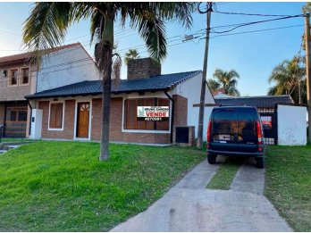 Vendo Casa en calle Juan Baez y Arroyo Correntoso.