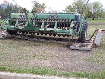 sembradora de grano fino con alfalfero