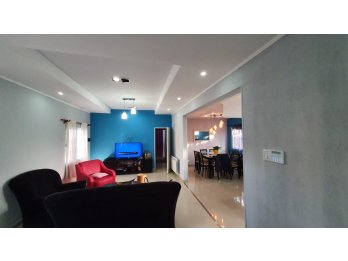 VENDO Preciosa Casa zona Av. Don Bosco y Blas Parera