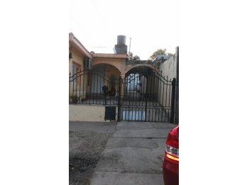 Se venden dos casas calle 3 de Febrero a mts de Don Bosco