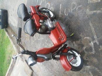 Vendo motoneta a restaurar