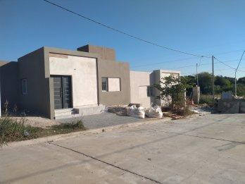 Casa a estrenar en loteo Lapachos II