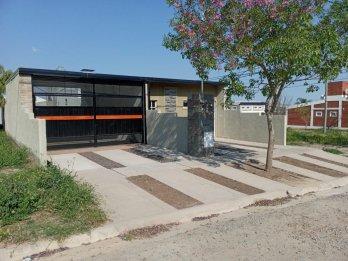 Se vende casa a estrenar, zona Seminario.