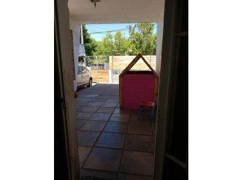 Se vende propiedad ubicada en calle Alejo Peyret.