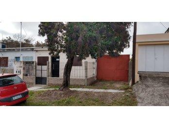 Alquilo CASA calle Aeberhard
