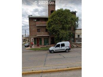 Vendo Dto. de dos dormitorio sobre calle Av. Ramirez.