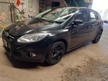 Ford Focus negro