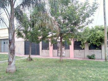 Vendo Casa Calle Panamá Z/ Esc. del Club Estudiantes.