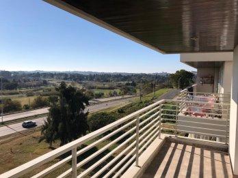 Alquiler Dpto sobre Av Uranga, balcon, cochera, vista al rio