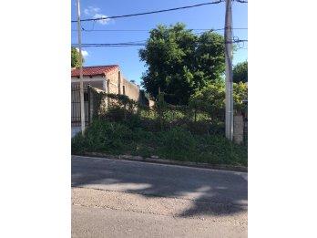 Vendo terreno en calle Candiotti