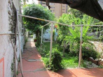 VENDO Casa planta alta. C/fondo Calle Tucuman .-