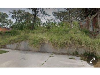 Vendo terreno en calle Emilio Carafa, salida a dos calles.