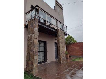 Duplex Z. Golf Barrio Las Colinas U$S160000
