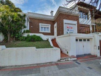 VENDO EXCLUSIVA PROPIEDAD ZONA PARQUE U$S 330.000.-