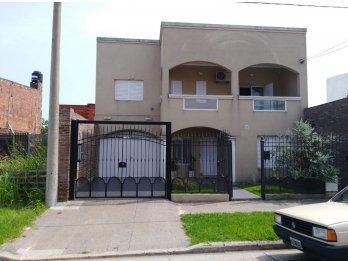 Particular vende impecable casa en zona Ramirez Sur.