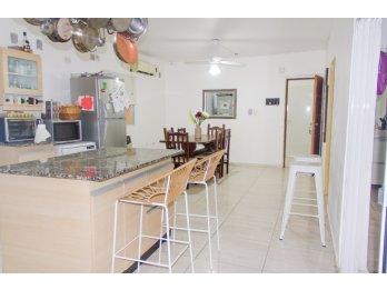 Vendo hermosa casa sobre calle Diaz Vélez