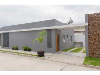 Hermosa casa en venta en Complejo City Garden