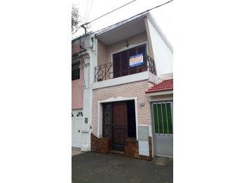 ALQUILO Casa 2 Dormitorios con patio en Calle Chacabuco 440