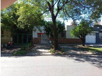 VENDO CASA CALLE ARTIGAS (frente ex hipodromo), PARANA