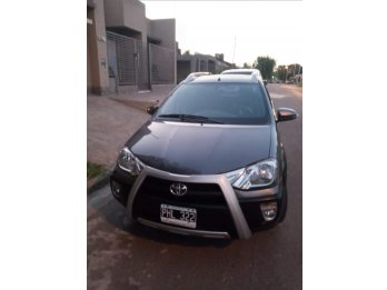 Vendo etios cross excelente estado