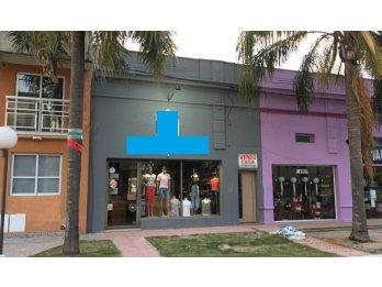 Local Comercial y Casa en Maria Grande