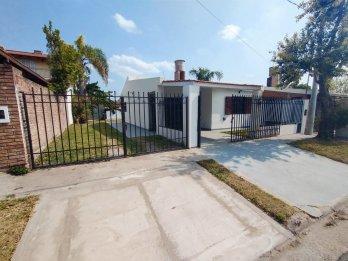 Vende: Casa 2 Dormitorios, Zona P.Unidas y Artigas.