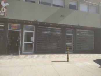 Alquilo locales comerciales sobre calle Zanni!