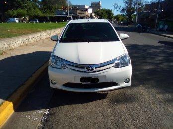 VENDO Toyota Etios XLS 1.5 Sedán. MUY BUEN ESTADO.