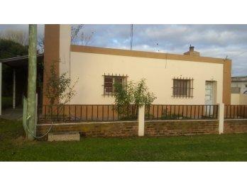 Vendo casa en colonia nueva, departamento villa Urquiza