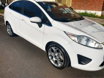 DUEÑA VENDE IMPECABLE FORD FIESTA KINETIC