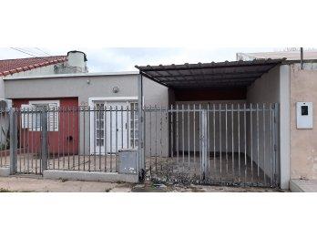 Alquilo Casa 3 Dormitorios c/cochera para 2 autos - Quincho
