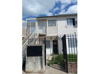 Venta de casa 3 dormitorios. En barrio Paraná 26