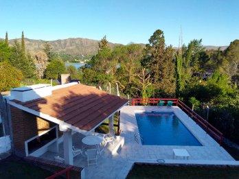 Alquilo Casa c/pileta por temporada vista al lago/C.Paz