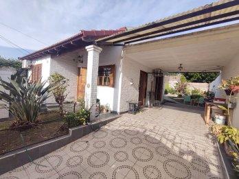 Solo Venta: casa 3 dormitorios, zona ( Rondeau y Don Bosco)